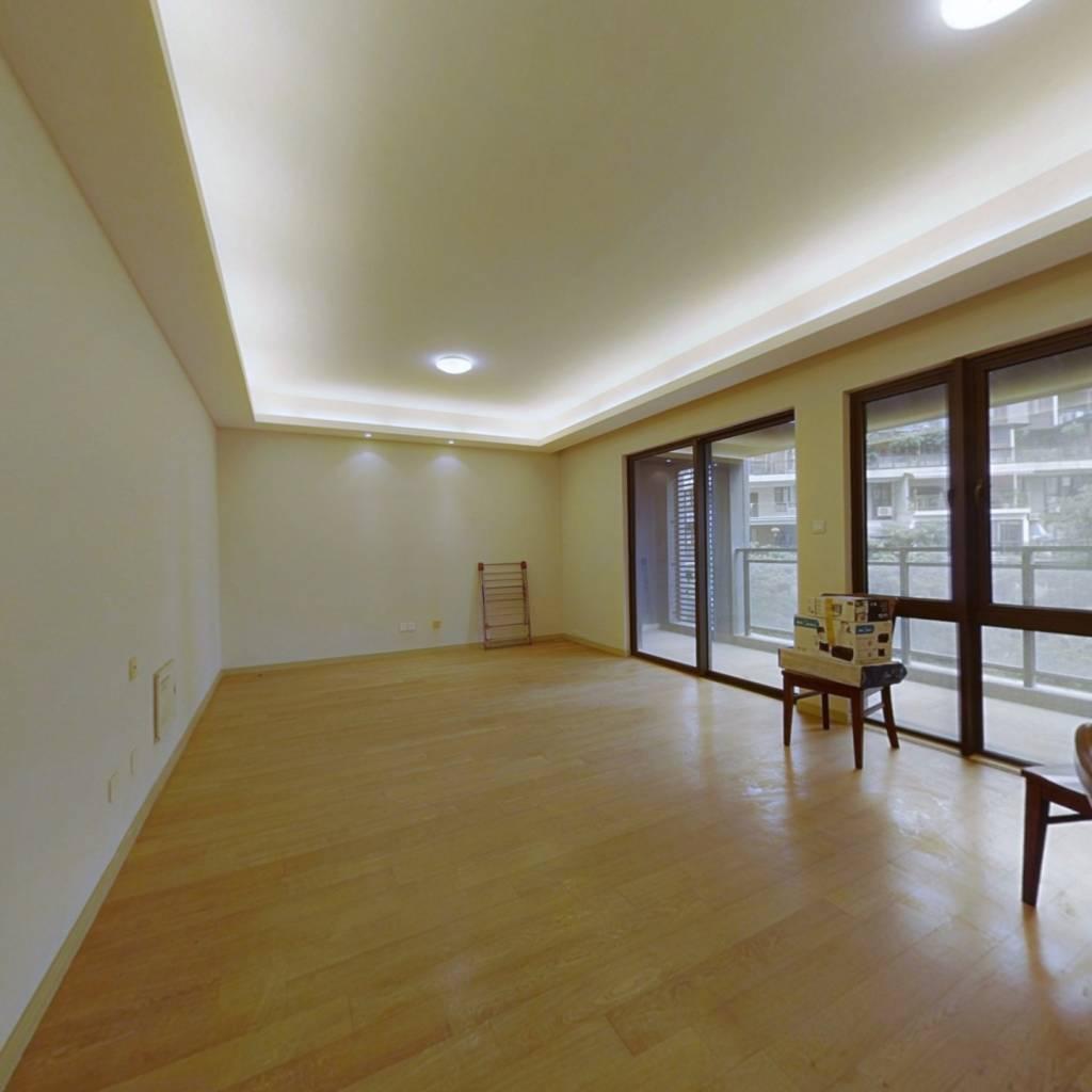自住装修 保养很好 客厅带阳台 中楼层 采光充足