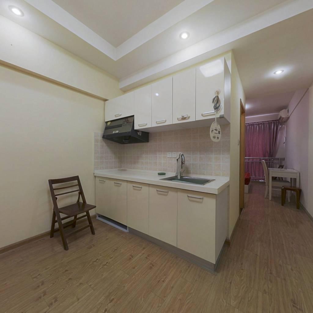 龙隐水庄,小户型房子,精装带家具,适合居家。