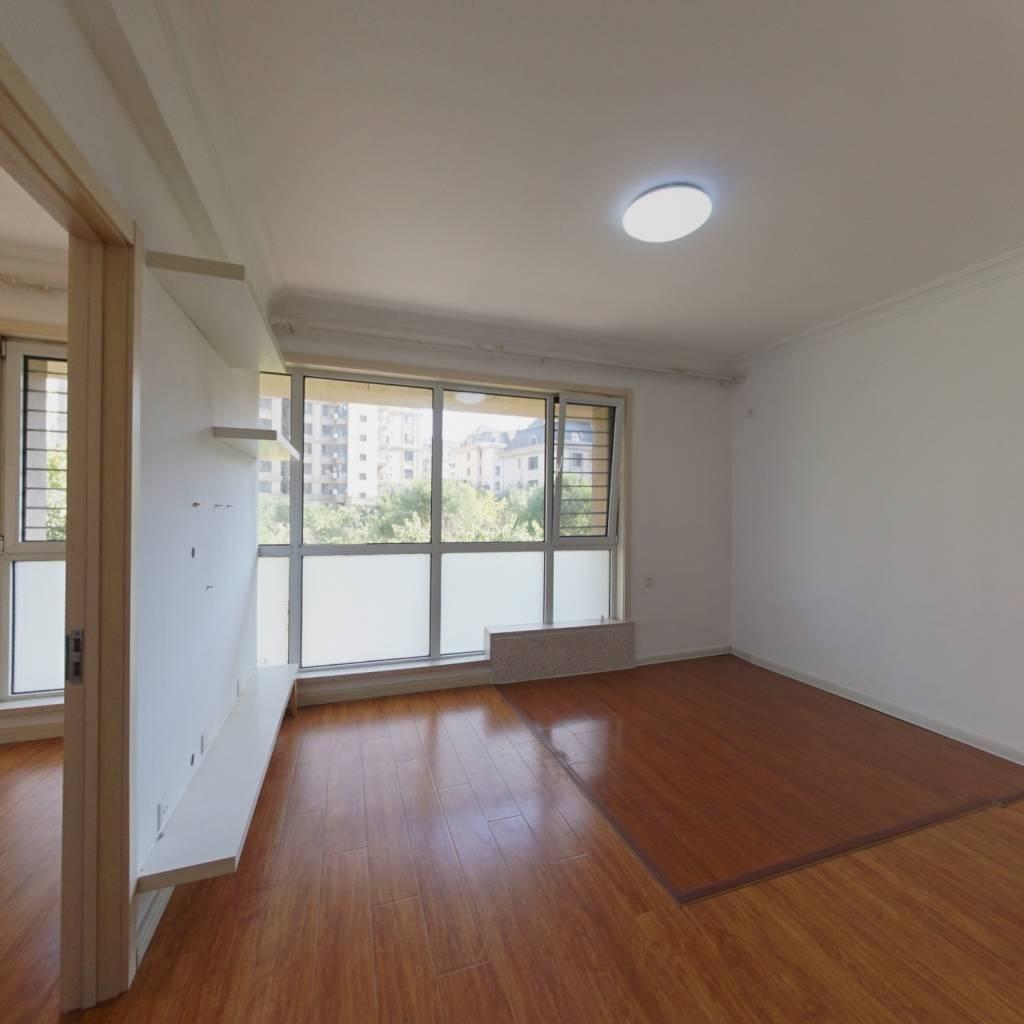 北京公园正规一室一厅户型好客厅大保持的很好