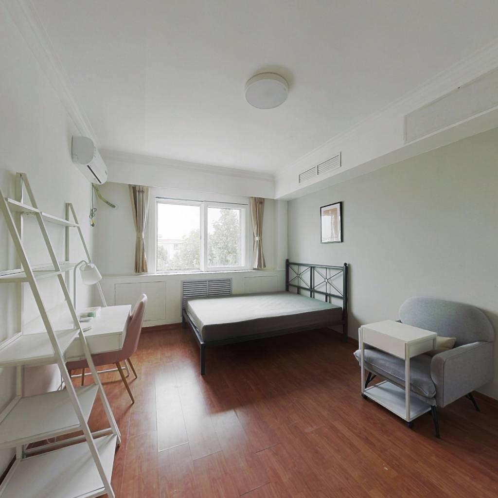 合租·观园公寓 3室1厅 南卧室图