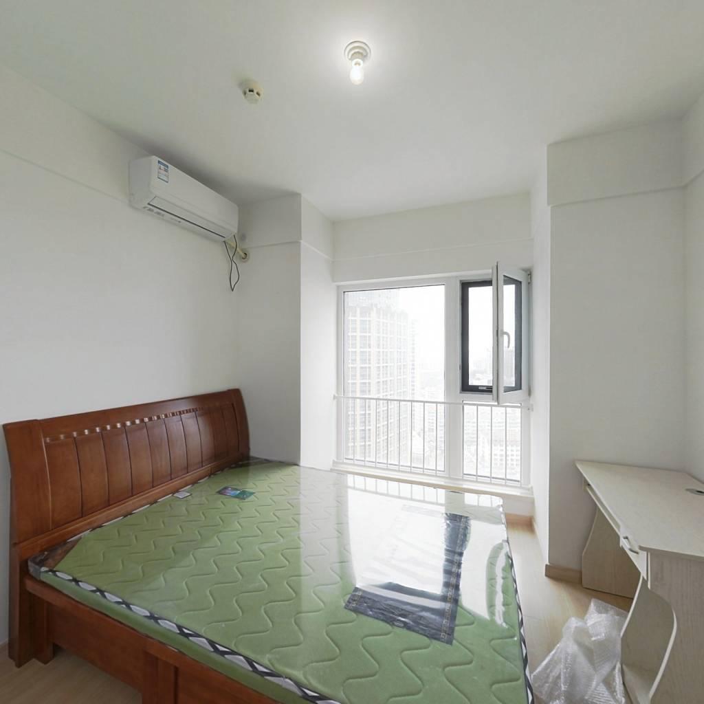 此房子为华润开发商统一精装房源,高楼层海景不错。