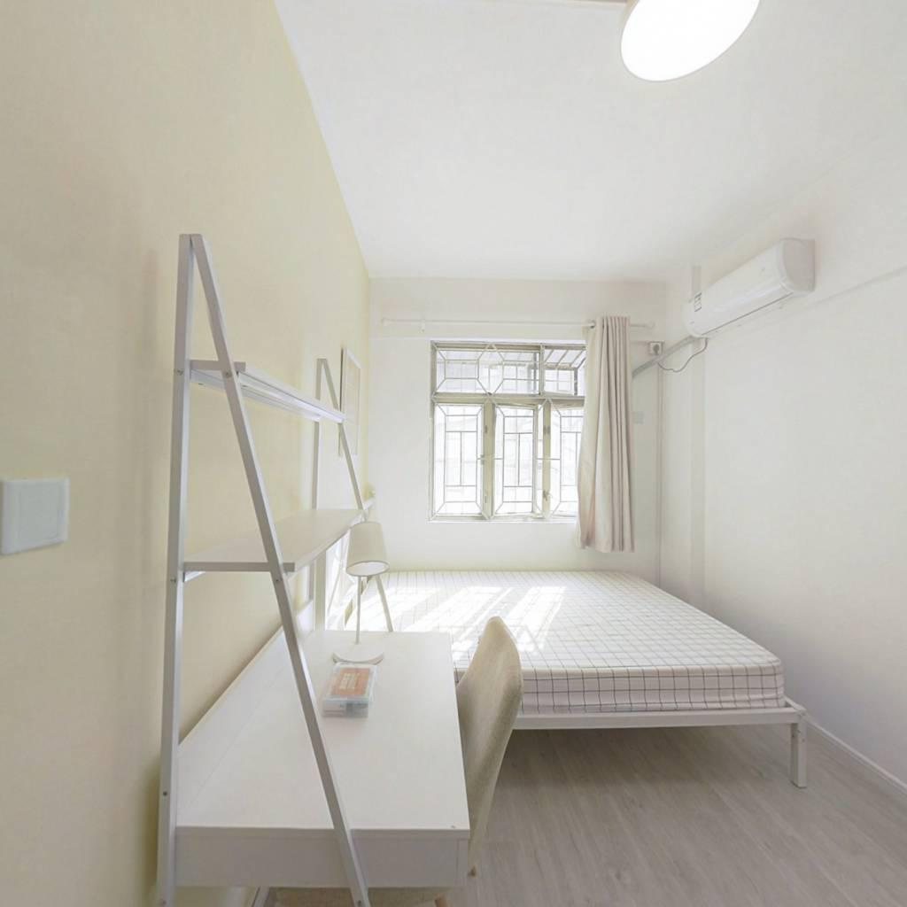 合租·深港新村 4室1厅 西卧室图