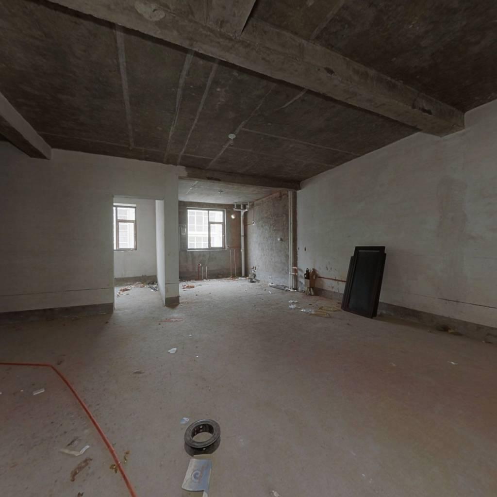这个房子位置好 中间楼层  离滨河西路仅300米