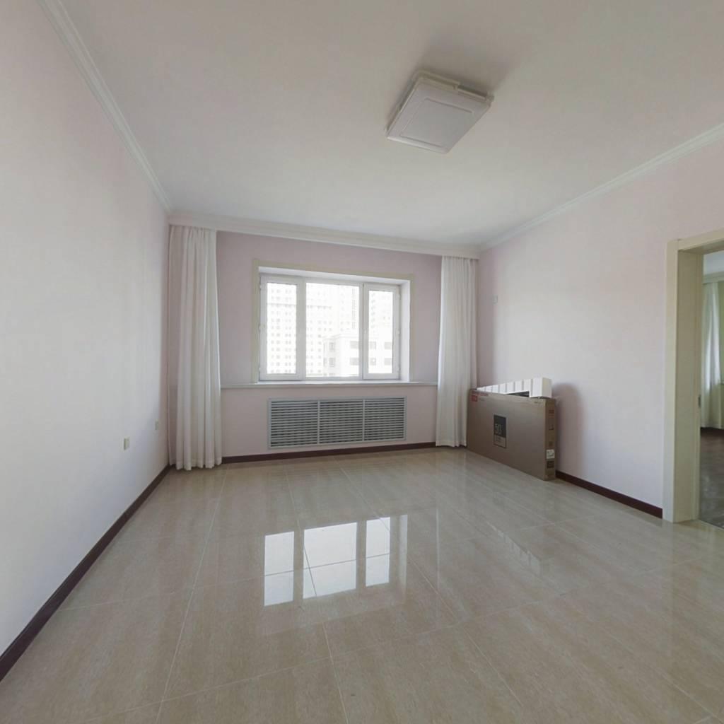阳光家园 小区位置出行便利 卧室宽敞