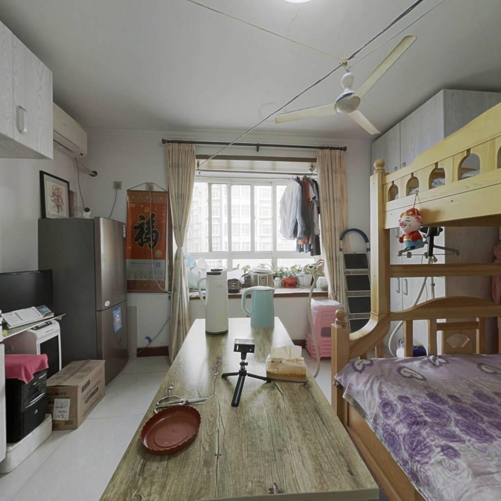 尹泰华府一室,中楼层,小高层,房龄新,可贷款。