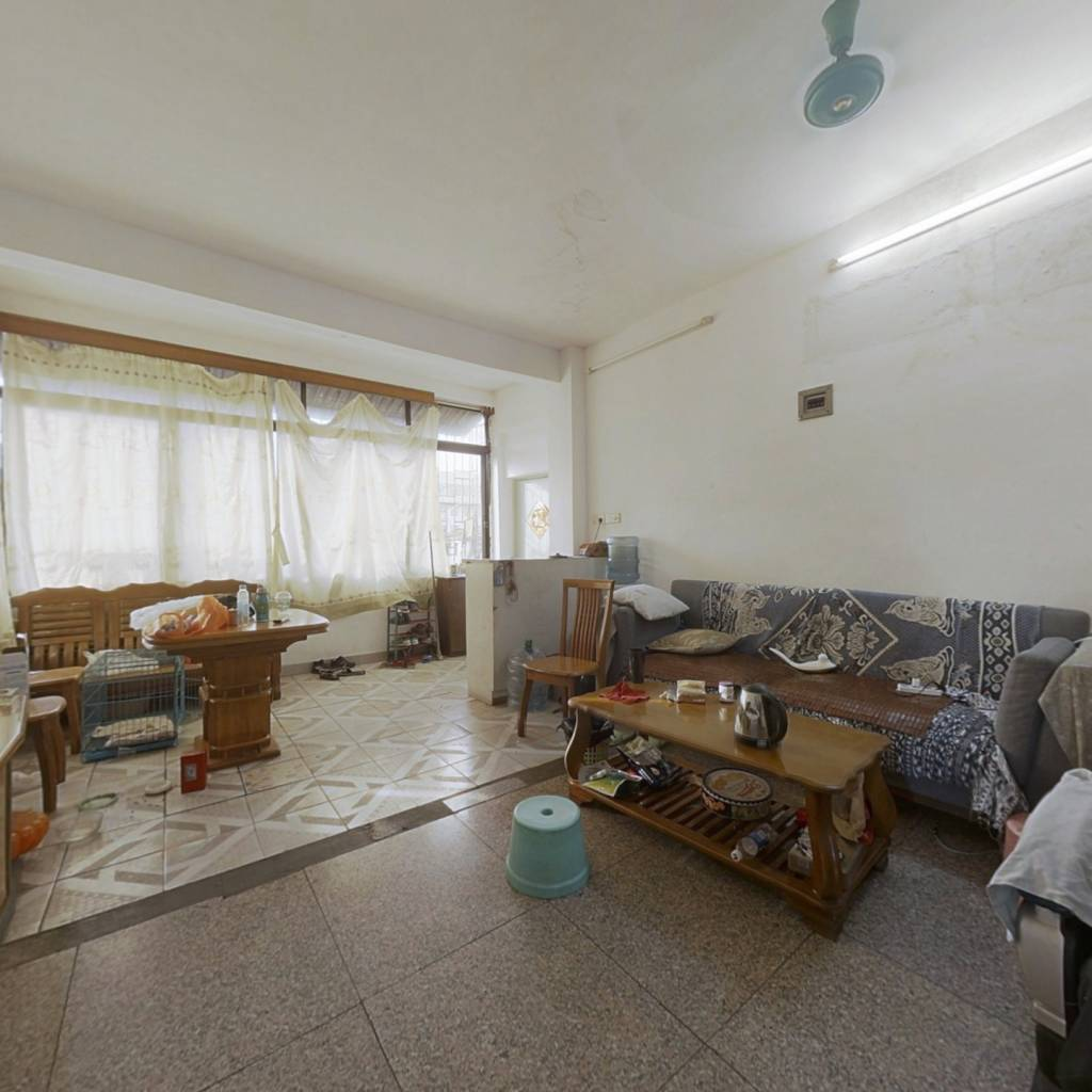 此房大户型三房 单价便宜, 无遮挡光线充足,产权清晰