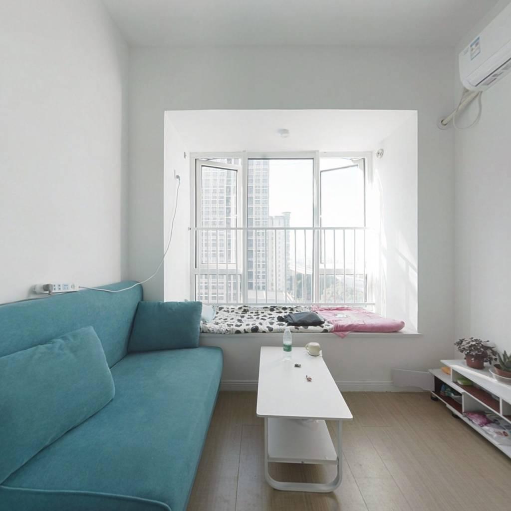 精装小公寓,中间楼层采光充足,适合年轻人居住