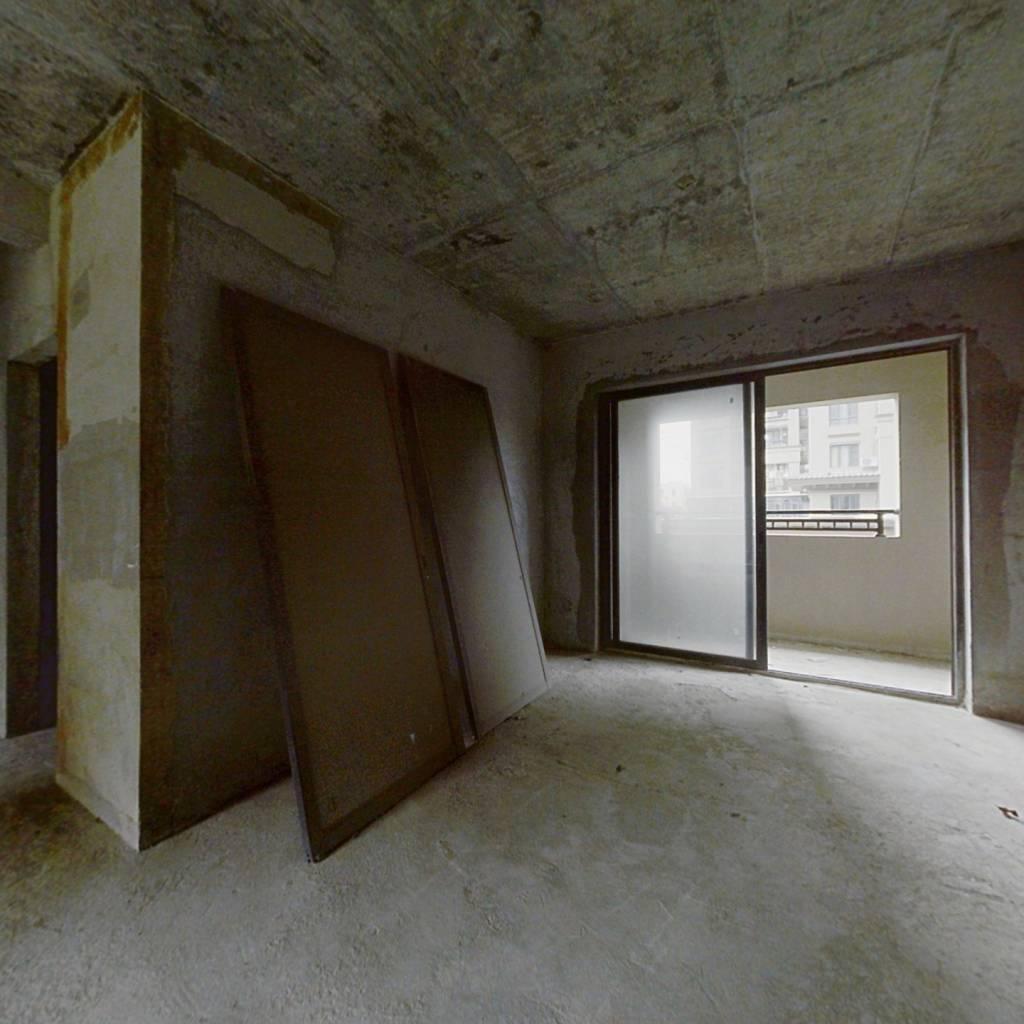 房子格局方正,电梯高层,面积实用,通风采光