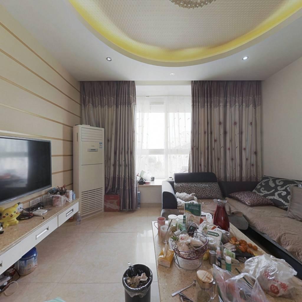 水城师苑小区,三室两厅,小区环境干净整洁。