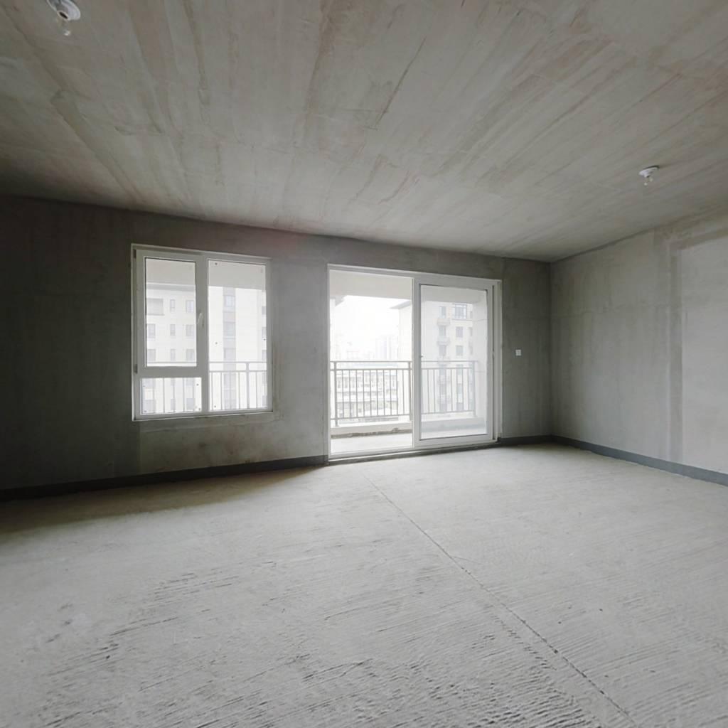 绿地骊山花城 4室2厅 225万