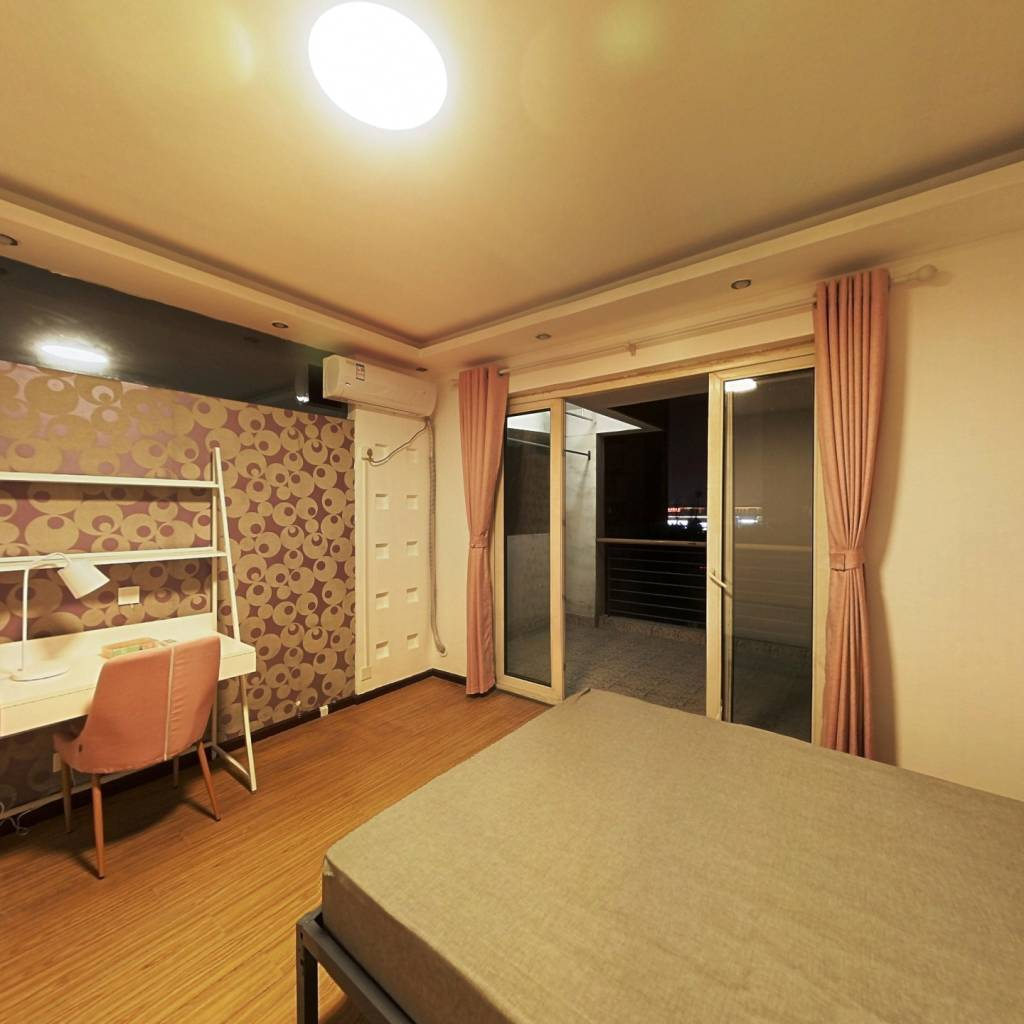 合租·蓝光富丽花城 4室1厅 北卧室图