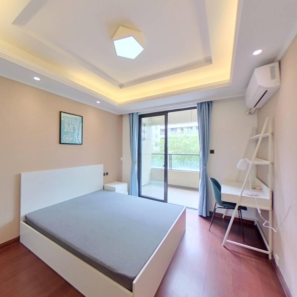 合租·富力十号院 5室1厅 西卧室图