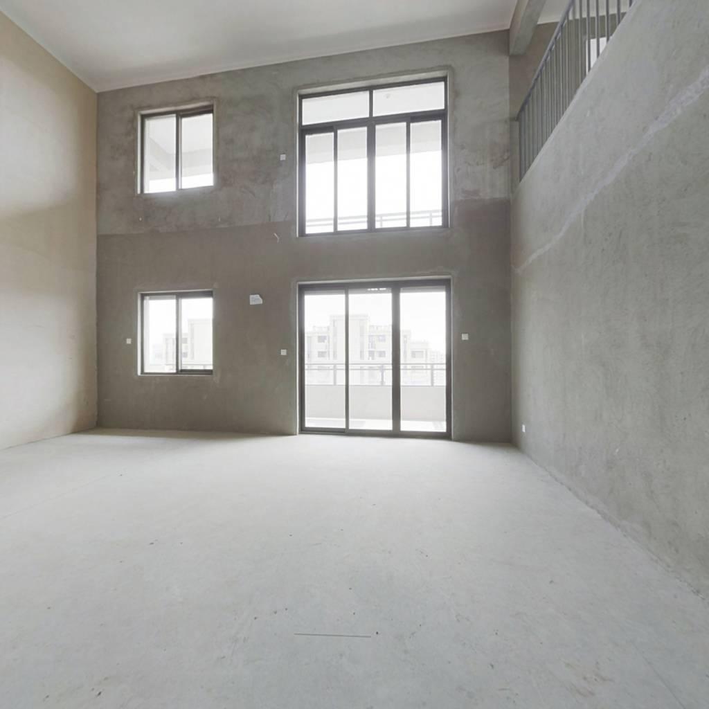 房清水纯毛坯,  空中别墅,我家阁楼160平。