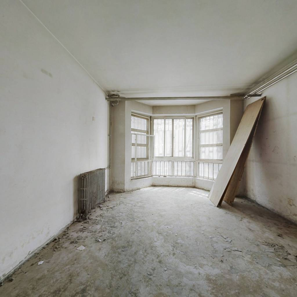 富*一层带60平花园四居室,有钥匙,随时可看