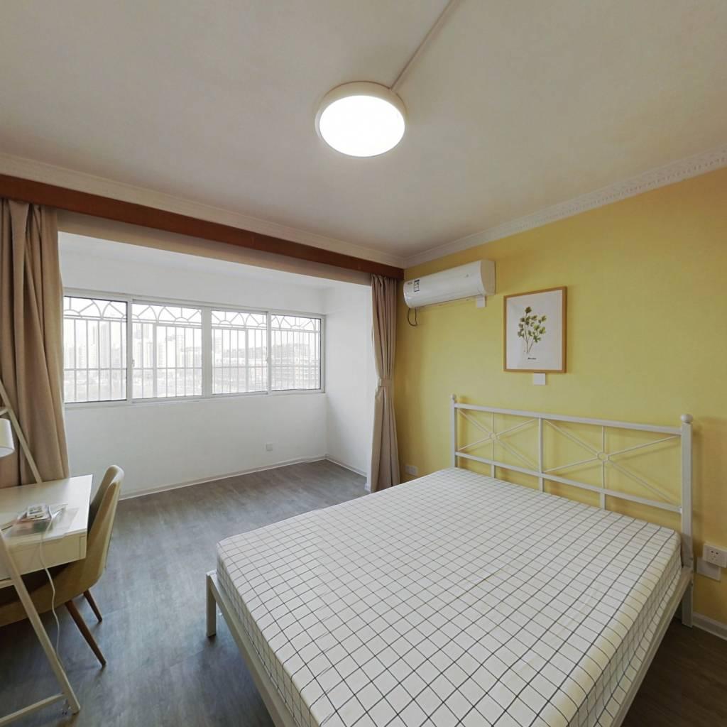 合租·和燕路小区 3室1厅 东卧室图