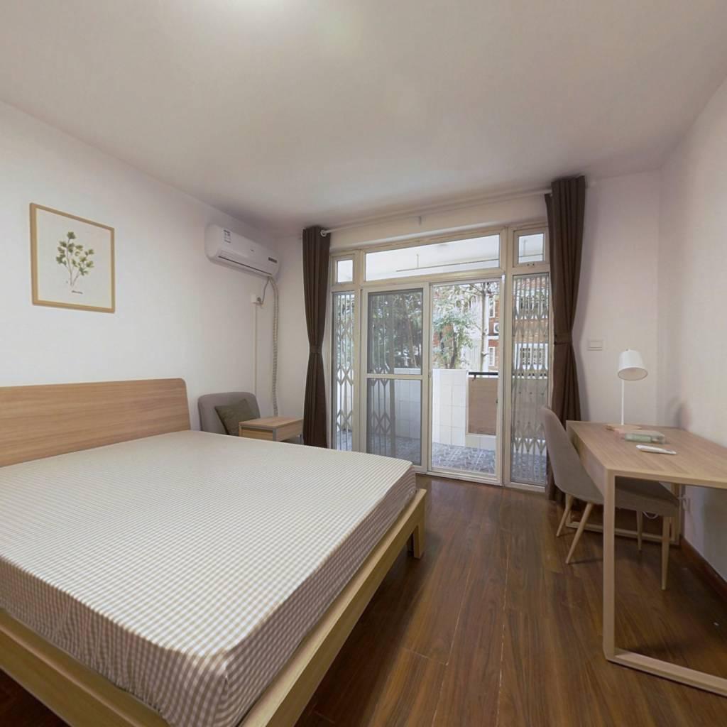 合租·新龙苑西区 3室1厅 北卧室图