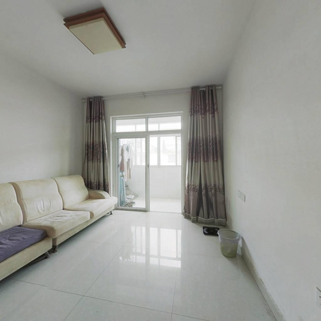 总价低 ,简装空间 , 领包入住,适合自住或者出租!